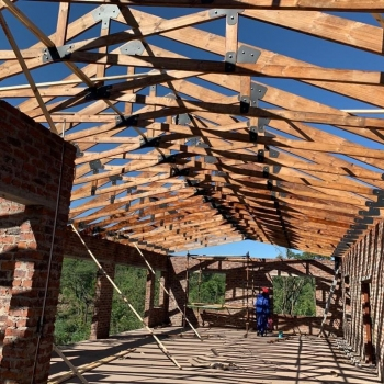 Designer-Roof-Truss-Makers-did-Inzalo-Safari-Lodge.-Welgevonden-Game-reserve.-Exposed-scissor-trusses-with-bolts-and-lazer-cu